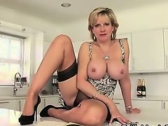 Mature british whore flashes melons
