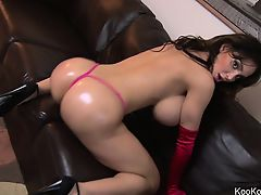 Wild Amy Anderssen shakes her fat, oiled ass