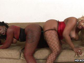 kelly and lethal have some lesbian getting pleasure with big dildo