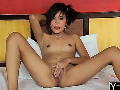 Asian babe seduced adores riding schlong in hotel room