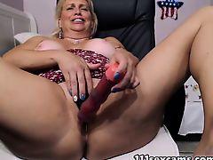 Placid blonde heavy booty camgirl masturbates on webcam
