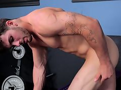 Meaty stud tugging his hard 10-Pounder